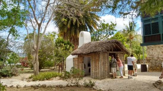 George Town, Grand Cayman: Exploring the grounds of Pedro St. James Castle.