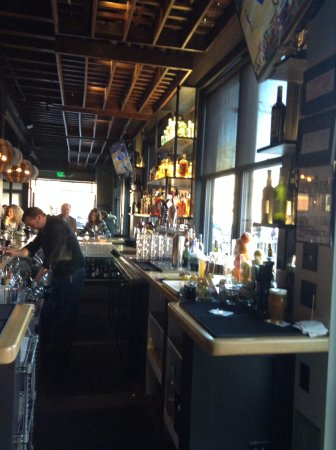 Niwot, CO: Beautiful Bar with Great Selections