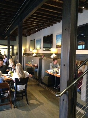 Niwot, CO: Booths are always great for couples and friends