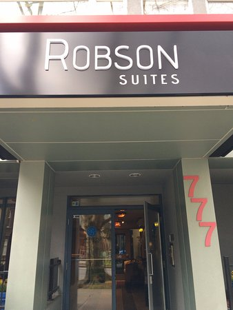 Robson Suites: Hotel front entrance door