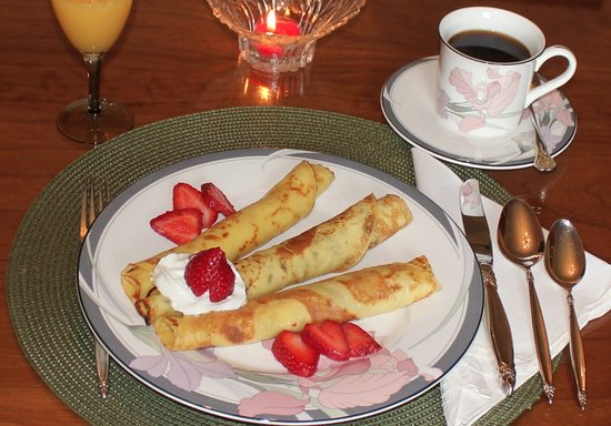 Campbellcroft, Canada : Leitua are Finnish crepe-like pancakes that are a guest favourite.