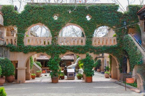 Tlaquepaque Arts & Crafts Village: beautiful plaza in Tlaquepaque