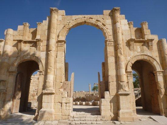 Ερείπια της πόλης Γέρασα: entrance
