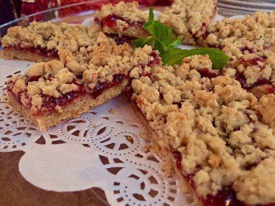 Stone Hill Inn: Breakfast Cherry Bars