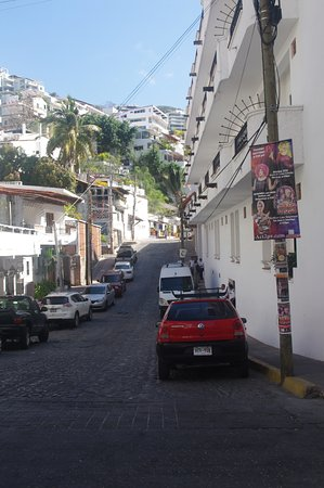 Tropicana Hotel: Street in front of the hotel
