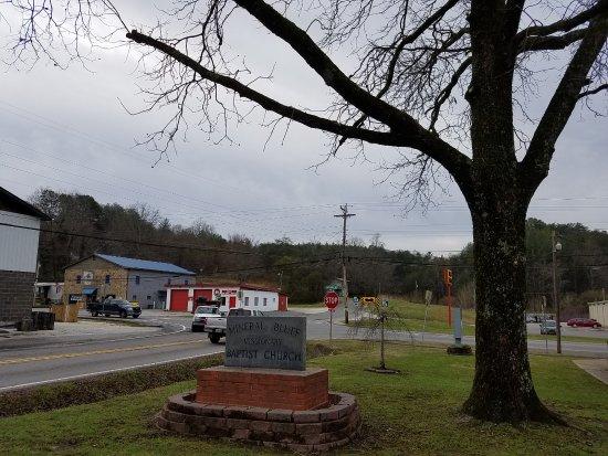Mineral Bluff, GA: sign