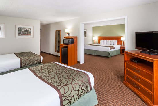 Baymont Inn & Suites Peoria: Family Suite