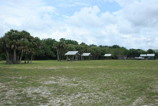 Indian Mound Park : pavillions