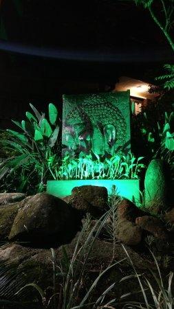 Dubai Bungalows : Decoração na entrada da pousada