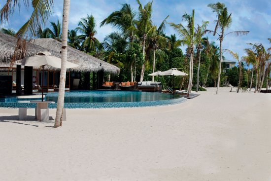 The Residence Maldives: Enjoy a dip in the infinity pool - The Beach Bar