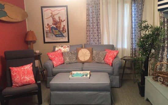 Gulf Gardens Resort: Living Room of Cottage 6