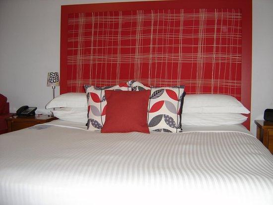 Avaleen Lodge Motor Inn: King Bed Room