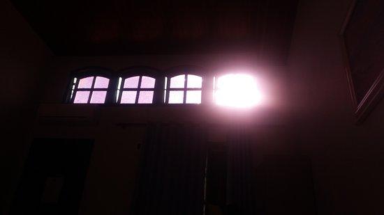 Hostel Villas Boas: luz do sol as 7h da manhã para nos acordar