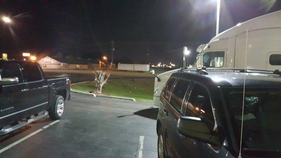 Meridian, MS: Trucks blocking