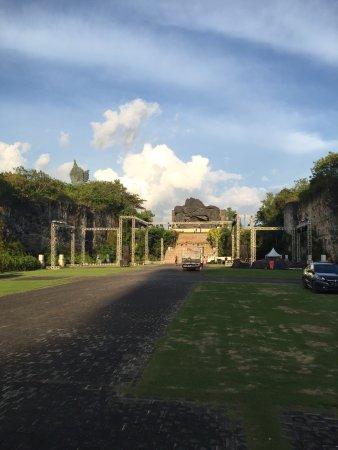 Garuda Wisnu Kencana Cultural Park: photo2.jpg