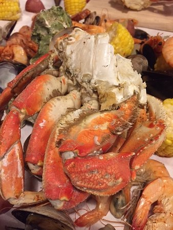 Cioppino picture of the crab pot seafood restaurant for Fish restaurant seattle