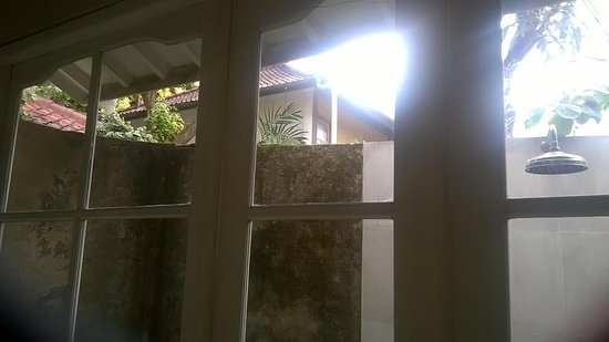 The Lodek Villas: outdoor shower area