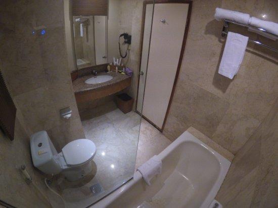 Mercure Batam: Kamar mandi dengan bath tub