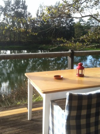 Ravensbourne, Australia: relaxing on the deck of The Boathouse