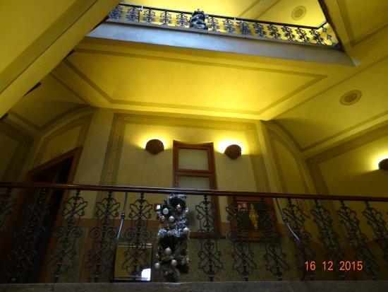 Deminka Palace: Лестница