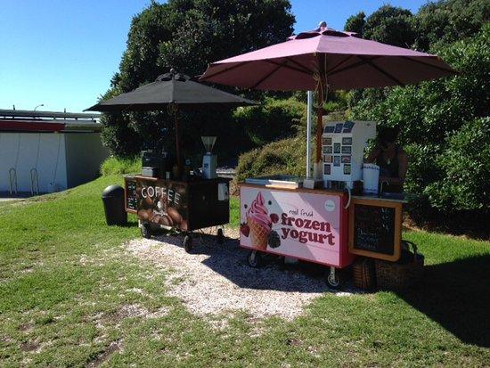 Mangawhai, Nya Zeeland: Pop up stands - tasty/good value