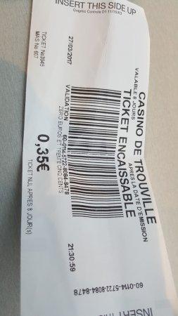Port de Trouville et casino - Picture of Casino Barriere