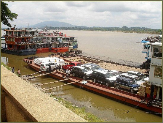 Chiang Saen - the old city walls: The harbour of Chiang Saen. Car export to China.