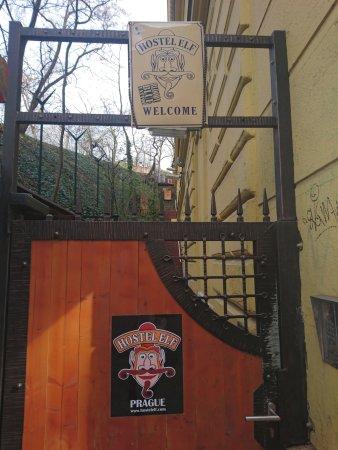Hostel Elf: the entrance