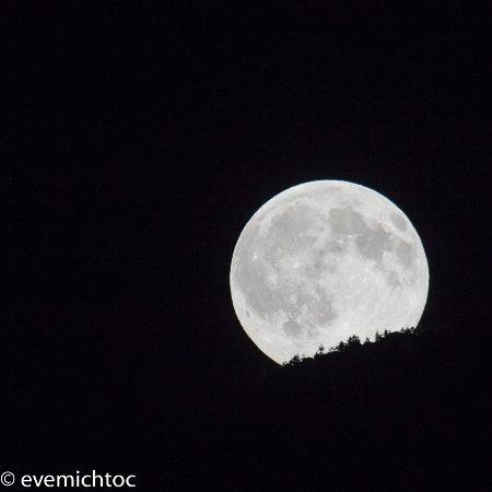 Saint-Pierre-d'Entremont, Frankrig: levé de lune au Terray