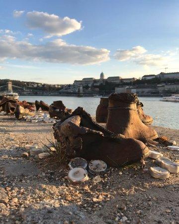 Promenade des Chaussures sur le Danube : IMG_20170330_213812_700_large.jpg