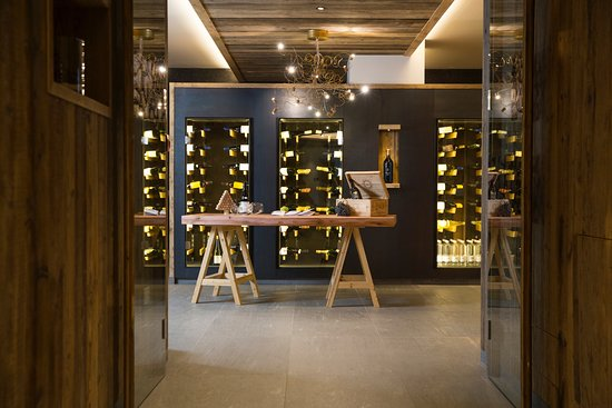Commezzadura, Italien: cantina vini