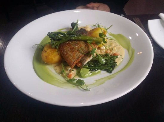 Athy, Irlanda: Sea Bass was really well done :)