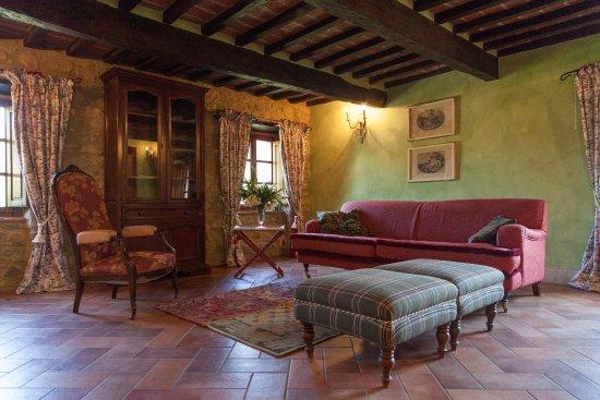 Casale Belforte: sofa room