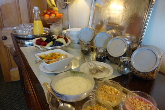 Inveran Lodge: Start the day with a hearty breakfast - the Inveran Buffet