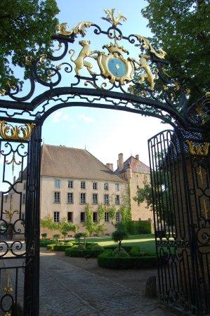 Pierreclos, France : Le portail d'entrée
