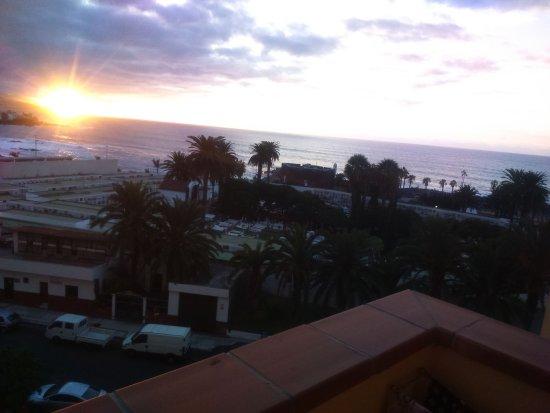 Apartamentos Teneguia : закат с балкона