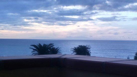 Apartamentos Teneguia : Иногда на закате можно увидеть остров Ла Пальма