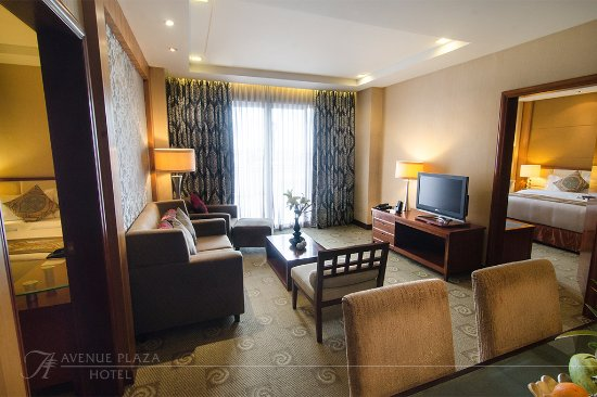 The Avenue Plaza Hotel: The Sitting Room at the Presidential Suite.