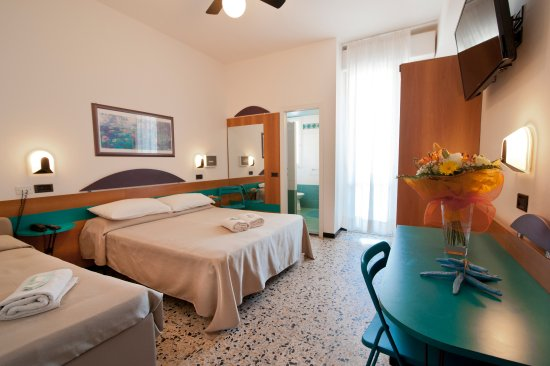 Hotel King Cattolica Photo