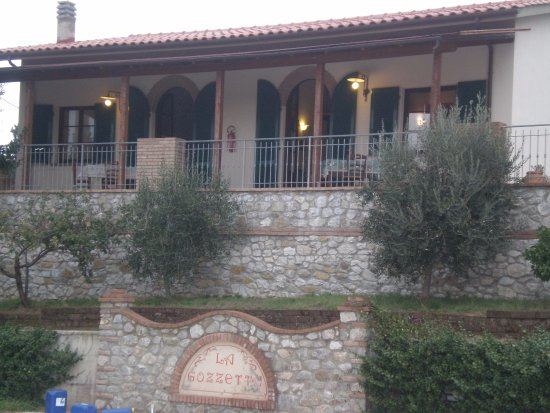 Pieve di Santa Luce, Italië: Appartamenti (dalla piscina)
