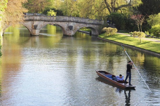 Cambridge Tour Guides: The River Cam, with Clare College Bridge (the oldest in Cambridge dating from the 1630s).