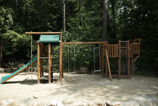 Cottage Place on Squam Lake: Cedarworks Playground