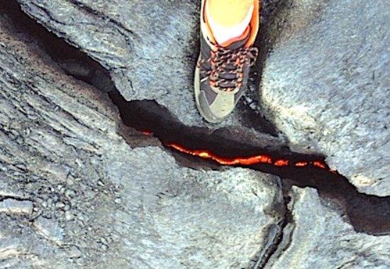 Kamuela, Hawái: Lava at our feet!  Feel the heat!