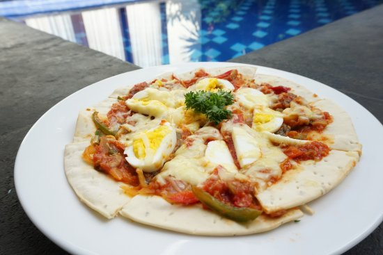Thin pizza with boiled egg. Tastes good (additional snack)