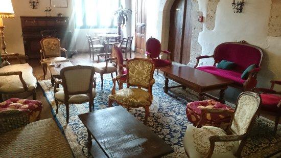 L'Hostellerie du Chateau: LOUNGE BAR