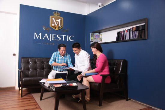 ‪Majestic Custom Tailor‬
