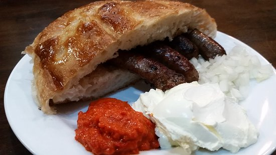 Mount Gravatt, Avustralya: Sudzukice (veal sausage with paprika relish, onion & sour cream)