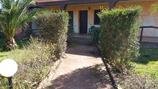Santa Maria La Palma, إيطاليا: Foto esterne dell ' agriturismo dove abbiamo mangiato
