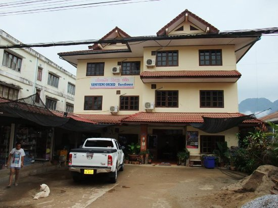 Vang Vieng Orchid Guesthouse: ホテルの外観