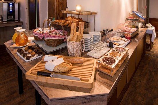 buffet picture of inter hotel le bristol strasbourg tripadvisor. Black Bedroom Furniture Sets. Home Design Ideas
